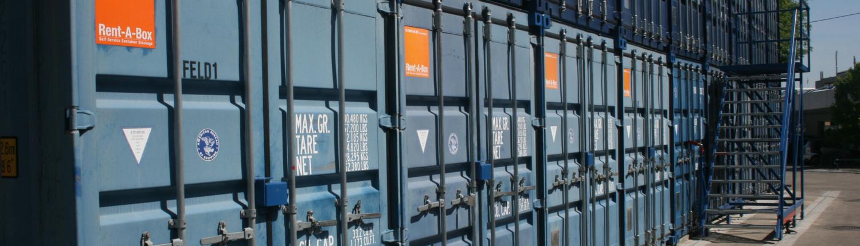 containers maritime bleu avec logo Rent-A-Box